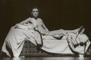 """Vera Mantero """"Olimpijoje"""" šokis priartėja prie performanso ir dailės. Festivalio archyvo/Jorge Gonçaleso nuotrauka"""